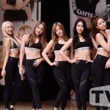 Brave Girls新歌《變了》發佈showcase 黑衣露腹舞姿奇特
