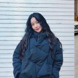 寒冬的好夥伴!今年最流行的短版羽絨外套款式,從華莎到吳漣序都有一件!