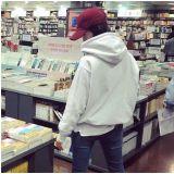书店捕获野生女神    润娥:我也好想去旅行!