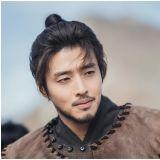 《月升之江》姜河那劇照公開〜完美變身溫達的父親溫協將軍!