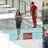 这个是电影剧照吧!SHINee珉豪海军陆战队训练照公开,10米跳水动作超标准!