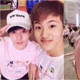 童顏最高! EXO XIUMIN與NCT 127 MARK合照一樣嫩