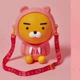 又要讓大家掏出錢包了!Kakao Friends推出穿著粉紅帽踢的「Ryan爆米花桶」,超級可愛呀!