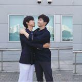 《金科长》「龙律CP」合体啦!南宫珉更新与俊昊合照表示:「不要拒绝我的爱!」