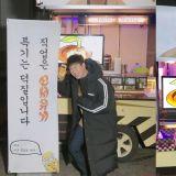 《新西游记》制作组太有爱啦!为在拍摄《男朋友》的P.O送上咖啡车,连文字都超有梗!