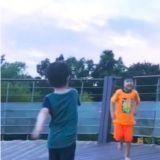太妍玩INS直播偶遇小朋友,被邀請一起玩耍