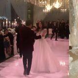 太阳♥闵孝琳婚礼上转圈共舞!闵孝琳上传自己的婚纱照,写下:「感谢,还是感谢」