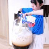 韓國Youtuber製作「超大號黑糖珍珠」在攪拌時不小心敲到杯子...下一秒超悲劇!