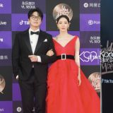 李多熙在《金唱片獎》一襲紅裙驚艷全場,其實裙子下面穿的是...這樣的搭配只能說「腿長任性」