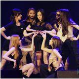 CLC出道首次海外見面會淚灑舞台:為何大合照之前讓我們這樣?