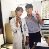 南宫珉、朴信惠《Doctors》拍摄认证照