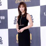 《社區英雄》發佈會 少女時代Yuri穿超短裙亮相