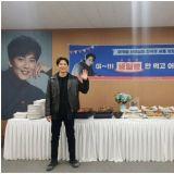 《热血祭司》金南佶拍摄现场欢度生日认证照