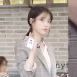 IU在《我的大叔》裡的中文名字公開寫法是「李至安」,這個角色會一直幸福下去的~!