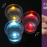 韓國DAISO推出「LED燒酒杯」,倒水就會發光!