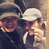GD&梁铉锡济州岛相聚!公开温馨「父子照」~