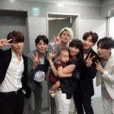 Super Junior 與先藝母女合照
