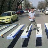 【打卡景點】「效果夠逼真~」撲面而來的3D斑馬線出現在韓國街頭!