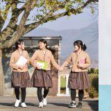 韩国学校推广改良韩服校服,似乎没有原来的好看了,但实用舒适性更强