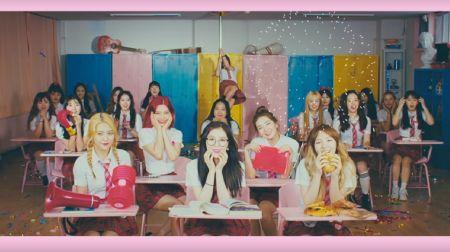 Red Velvet翻唱尹钟信《重生》 全新编曲别具韵味