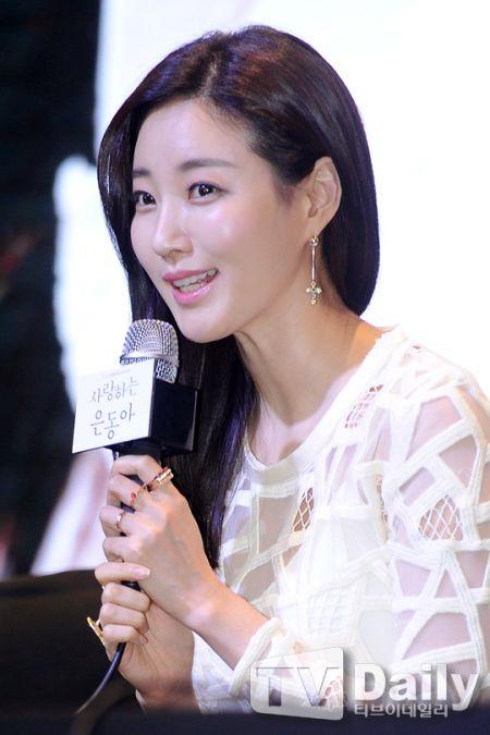 《親愛的恩東啊》發佈會:金莎朗坦言熱愛新角色