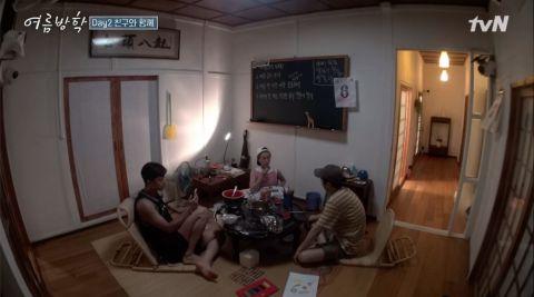 《暑假》朴叙俊、崔宇植和V视讯通话!挂掉前...V还问哥哥:「我现在特别纠结,是要点生鱼片吃,还是点汉堡吃?」
