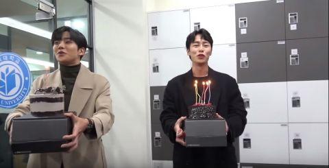 《意外发现的一天》最后拍摄:路云、李宰旭送上蛋糕!金惠允泪眼汪汪:「初次担任主演,其实很辛苦…