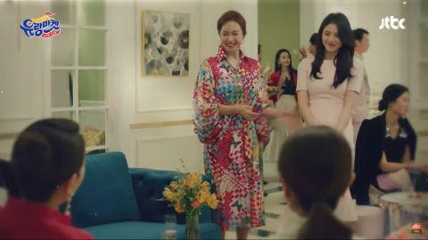 [有片]《流浪市场》多景妈妈金宣敬模仿《夫妻的世界》金喜爱神情