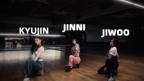 限量版出道专辑预售已超过6万!JYP公开新女团三名成员,实力和颜值兼备!
