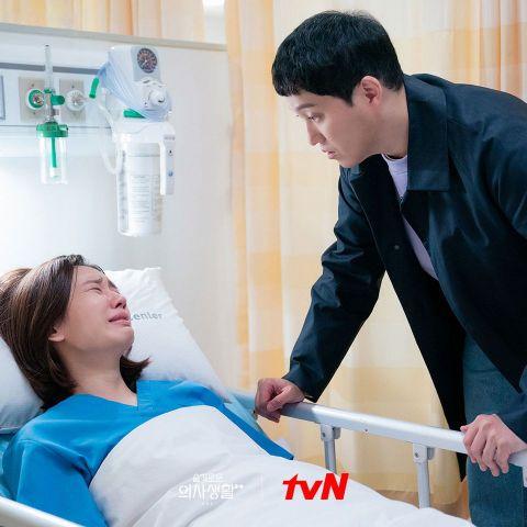 [有雷]《机智医生生活2》高甜度告白收视再创新高!医师们除了恋情开花外也已有所成长(EP11)