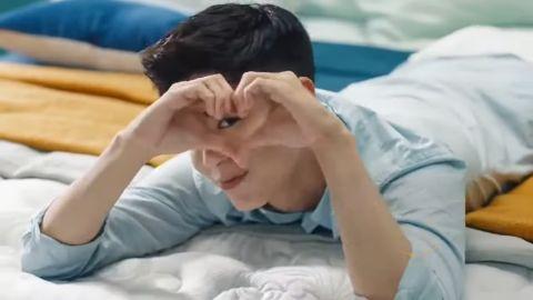Super Junior又诞生超强致敬!银赫学朴宝剑可爱跳舞~原来D&E专辑预告都模仿自寝具广告!