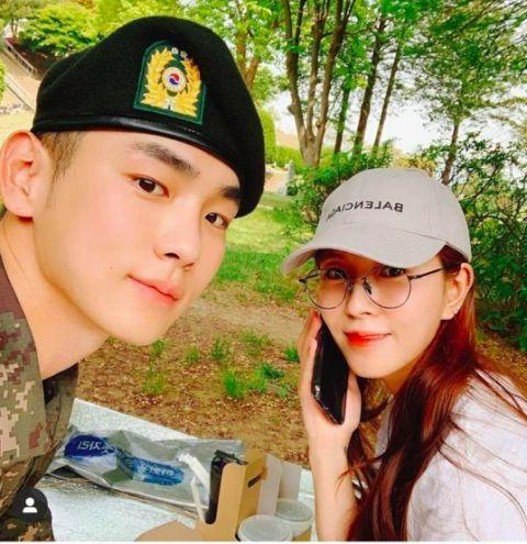 SHINee Key入伍2个月和SM两大女神会面,还拍了认证照! - KSD 韩星网 -116811-736122
