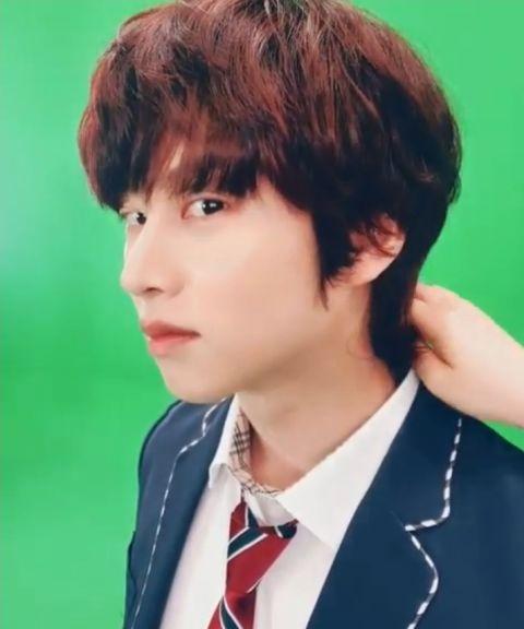 只要剪发就会引来「欢呼」的男偶像! SJ希澈着校服更新SNS 粉丝:「一早被帅醒了」 - KSD 韩星网 -116940-737511
