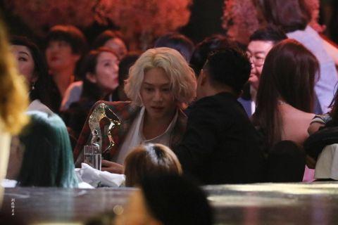 睽违10年...「庚澈」金希澈、韩庚在公开场合见面!粉丝:「10年了,是我们的青春回忆啊!」
