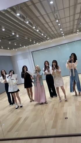 少女时代7人体出席经纪人婚礼,献唱祝歌《Kissing You》和《Complete》
