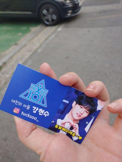 父爱感人! 《PRODUCE X 101》练习生姜贤秀的父亲在街头举牌为儿子宣传 - KSD 韩星网 -116930-737340