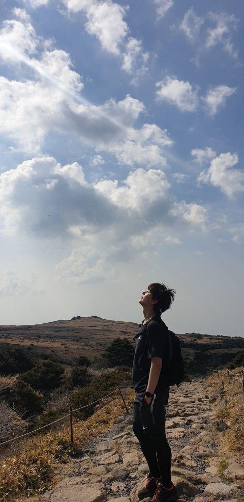 在「孤独房」里被自己的照片洗版一年! SJ圭贤终于现身:「为了纪念退伍,上传一张照片作为礼物吧!」 - KSD 韩星网 -116621-734163