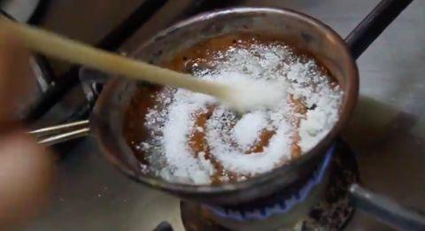 【K社韩文小百科】《鱿鱼游戏》里的「椪糖」在家也能做,材料超少2分钟就能搞定
