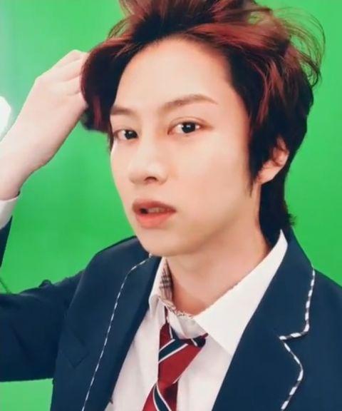 只要剪发就会引来「欢呼」的男偶像! SJ希澈着校服更新SNS 粉丝:「一早被帅醒了」 - KSD 韩星网 -116940-737509