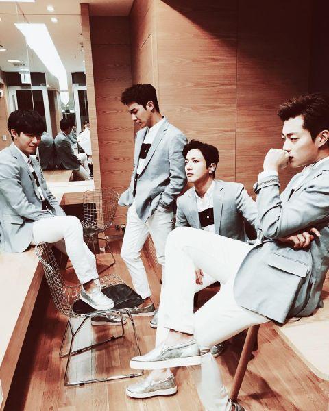 越来越帅气啊!Wedding Boys郑容和、李准、尹斗俊、黄光熙录音认证照公开,期待19日的新歌!