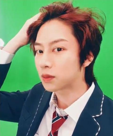 只要剪发就会引来「欢呼」的男偶像! SJ希澈着校服更新SNS 粉丝:「一早被帅醒了」 - KSD 韩星网 -116940-737519