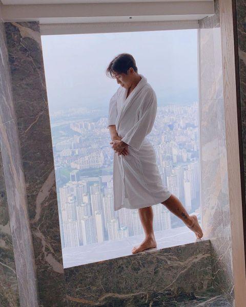 笑星俞世润模仿女网红拍照POSE!江景+大浴缸+偏头痛:精髓全部GET到