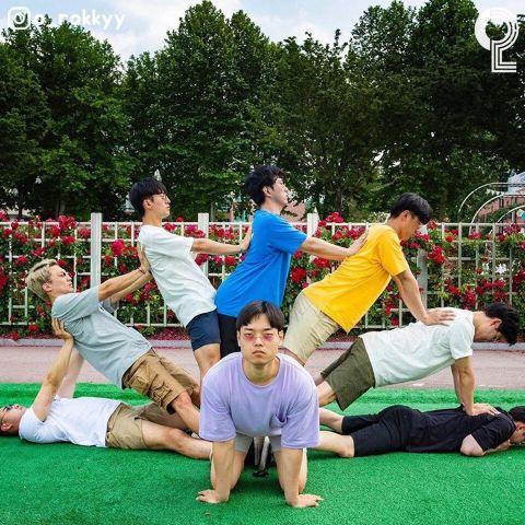 团体照人太多怎么拍? 8个大男孩教你拍出超有梗的出游照 - KSD 韩星网 -117649-745126