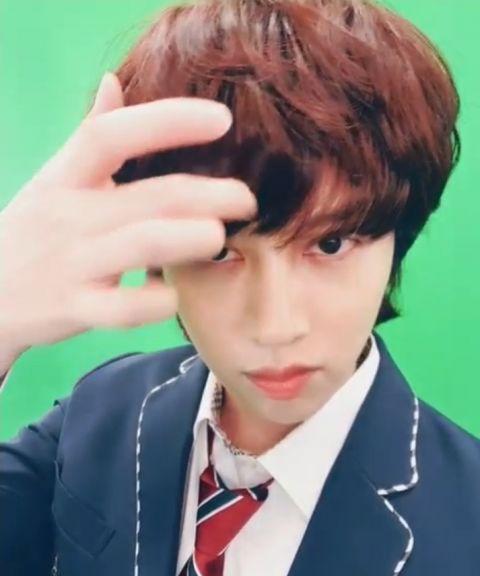 只要剪发就会引来「欢呼」的男偶像! SJ希澈着校服更新SNS 粉丝:「一早被帅醒了」 - KSD 韩星网 -116940-737517