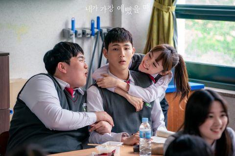 新剧《当我最漂亮的时候》林秀香左右都是帅哥!选哥哥河锡辰还是弟弟金志洙?