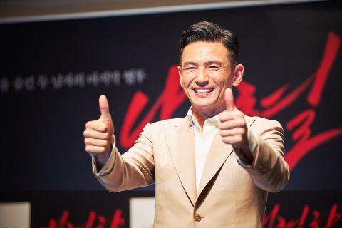 影帝首度饰演本人《绑架影帝黄晸珉》在韩连续21日稳坐票房冠军!9月17日在台上映