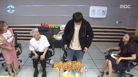 旗安84舍不得穿BIGBANG太阳4年前送的衣服!却用防尘袋做了个包天天背XD