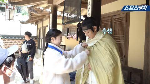 《红天机》花絮影片中现场笑声不断:安孝燮&金裕贞鬼点子超多~,各种小细节都不放过!