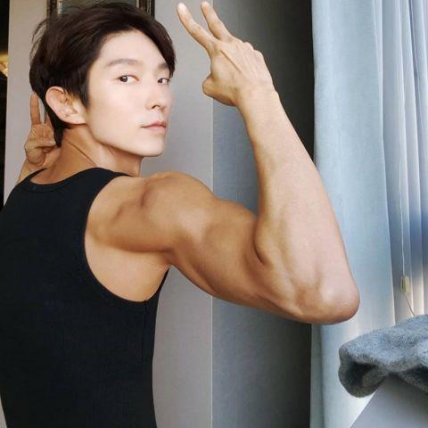 这9位一线男星的手臂都练得比脸大了!孔刘最新近况照、朴叙俊抱狗秀肌、李俊昊又更帅了~