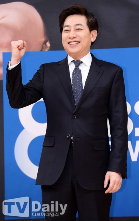 SBS前新闻主播金成俊在地铁站偷拍女性!本人否认,但警方在他手机中找到了偷拍照片! - KSD 韩星网 -118204-750744